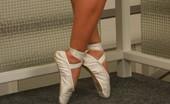 Flexi Angels 556969 Ballerina Maria Maria With Legs Behind Her Neg Flexi Angels