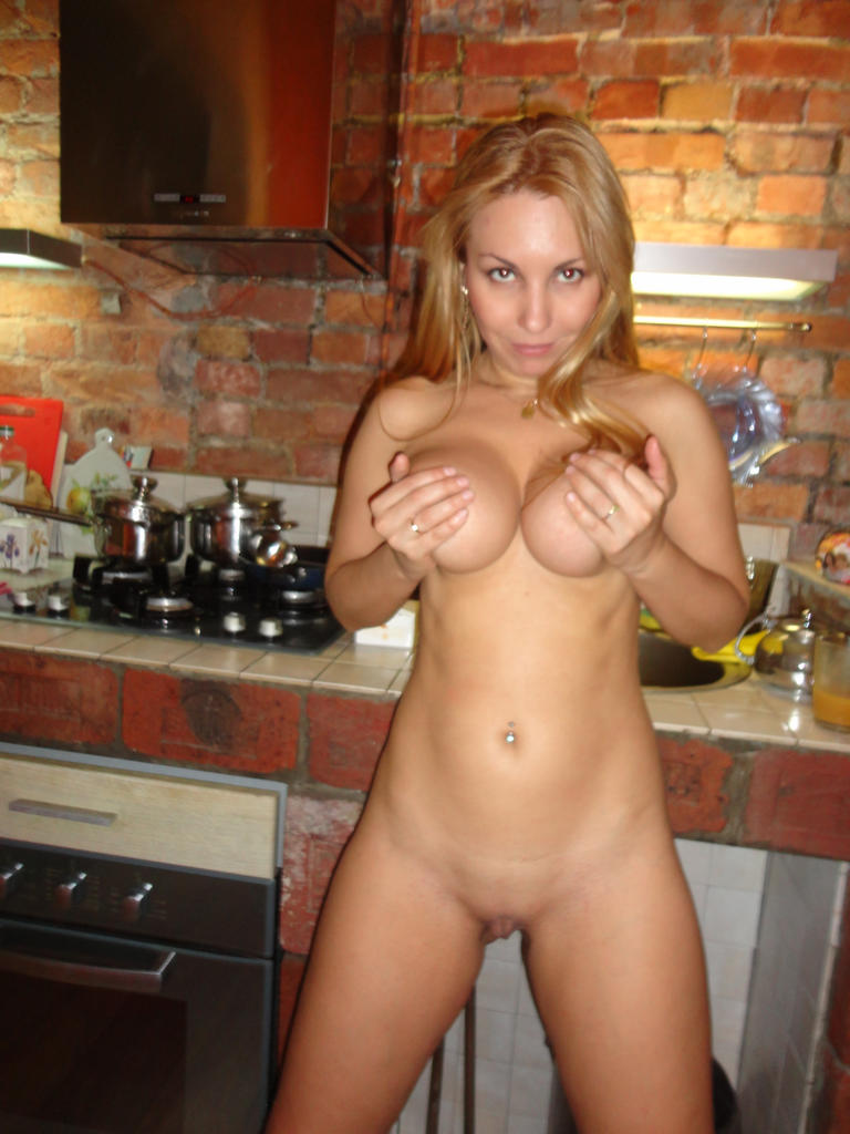 nude Blonde wife milf mom