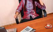 Office Moms Orgies Stylish Mom Seduces Her Employee