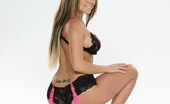 Pornstars Analyzed 572685 Julia Bond Julia Bond Shows Her Stunning Body In This Steamy Photoset