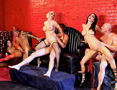 Sabrina Maree, Presley Maddox, Jessica Jaymes, Diamond Foxxx And Asa Akira Huge Orgy Several Famous Pornstars Sex Party At A Lounge
