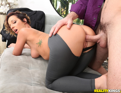 Tailor Jada Stevens Measure A Surprising Cock Size 608090 Racy Pornstar Outfitter In Spandex Doing Some Cock Sucking At Work