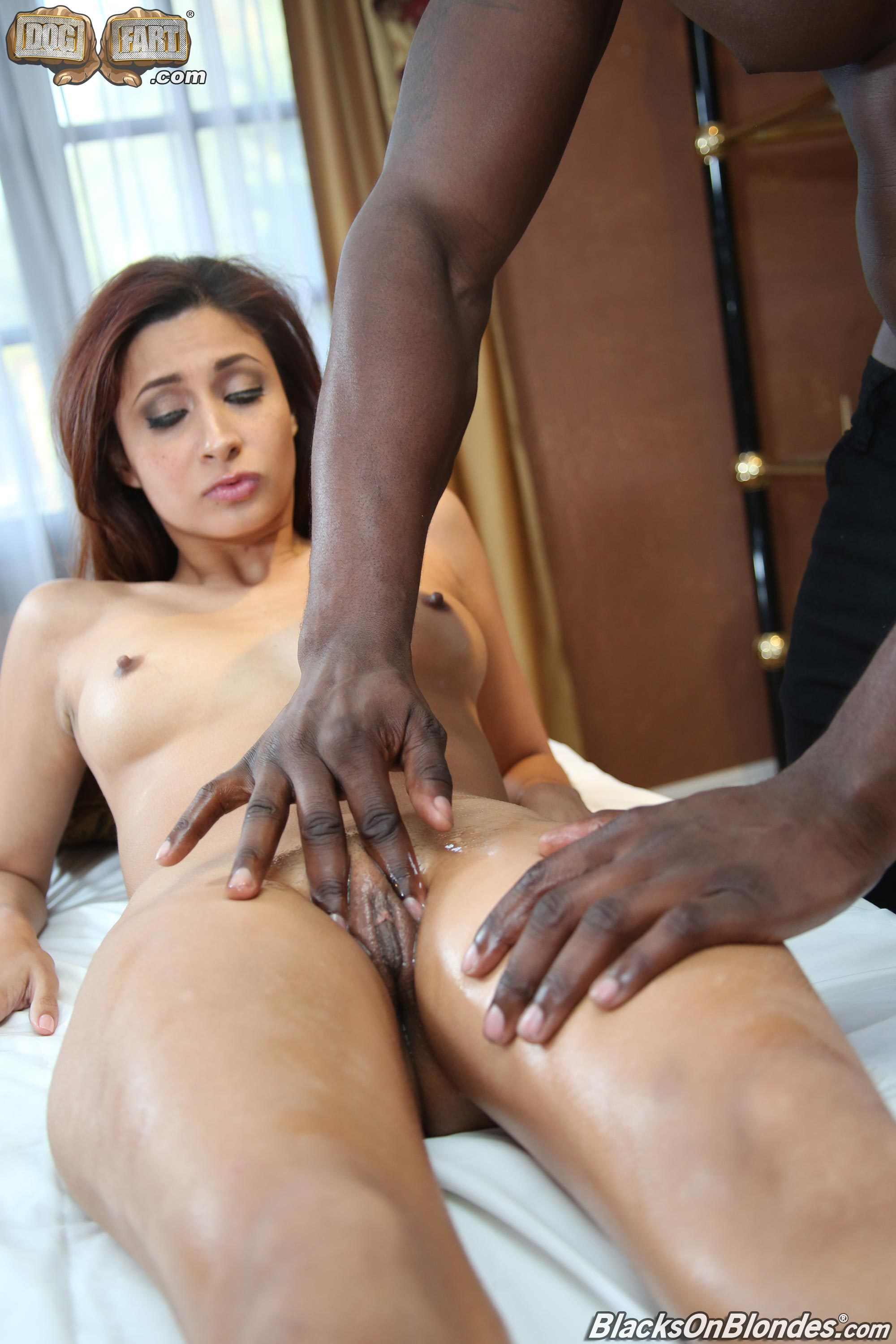 Jade Jantzen Reflex With A Great Feet Massage 608110 Muscle Black Dude Puts Oil And Fucks The Heck Out This Slender Babe Anal