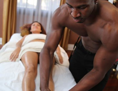 Jade Jantzen Reflex With A Great Feet Massage Muscle Black Dude Puts Oil And Fucks The Heck Out This Slender Babe Anal