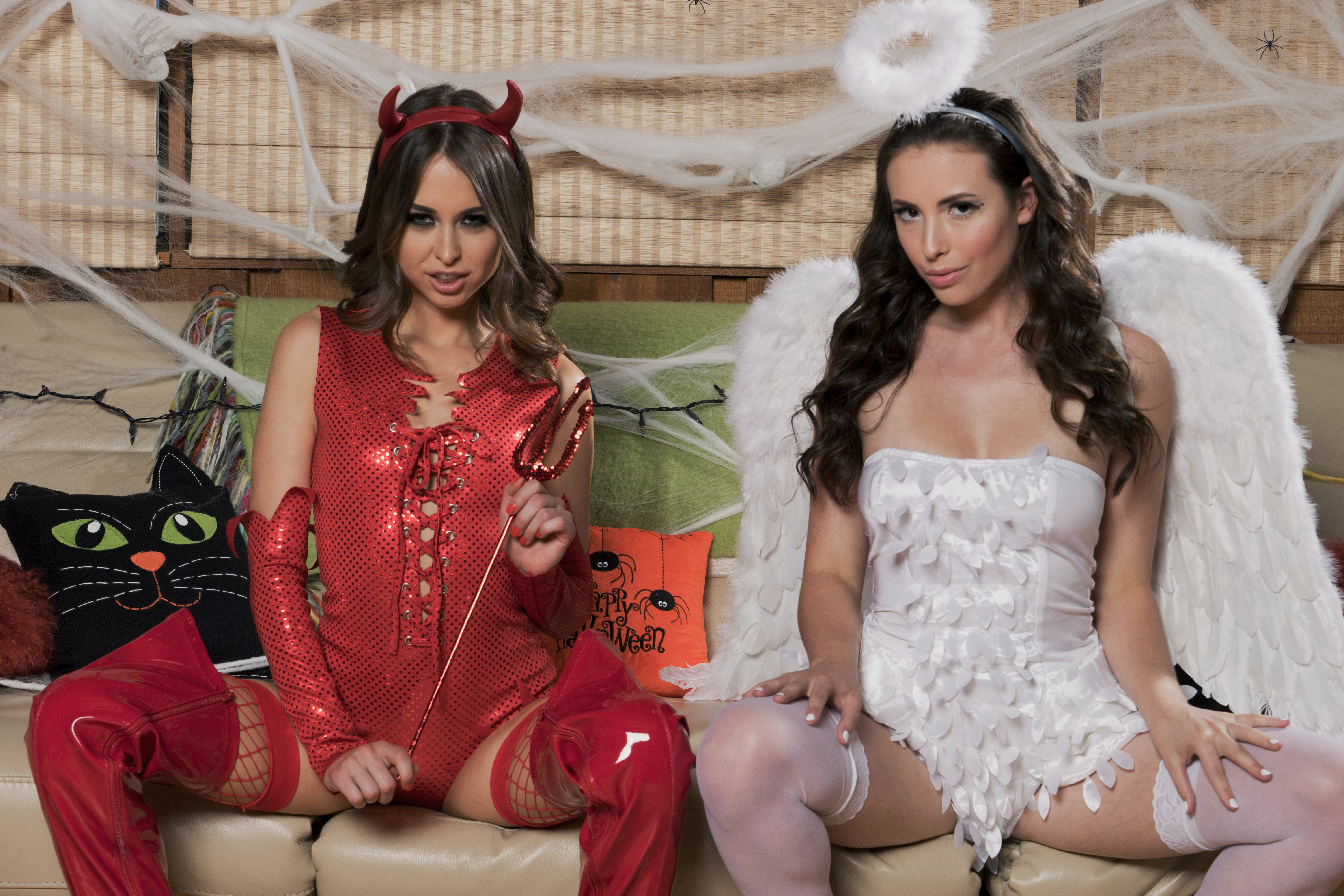 Riley Reid And Casey Calvert Sharing A Thick Black Manhood On Halloween 608135 Pornstars In Their Trick Or Treat Costumes Getting Penetrated By Strong African Man