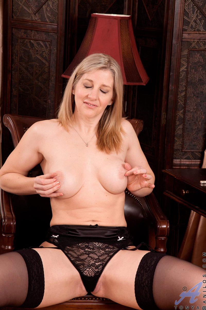 Alpha Porno Asiaticasxxx anilos tonya anilos babe tonya slips off her thongs and