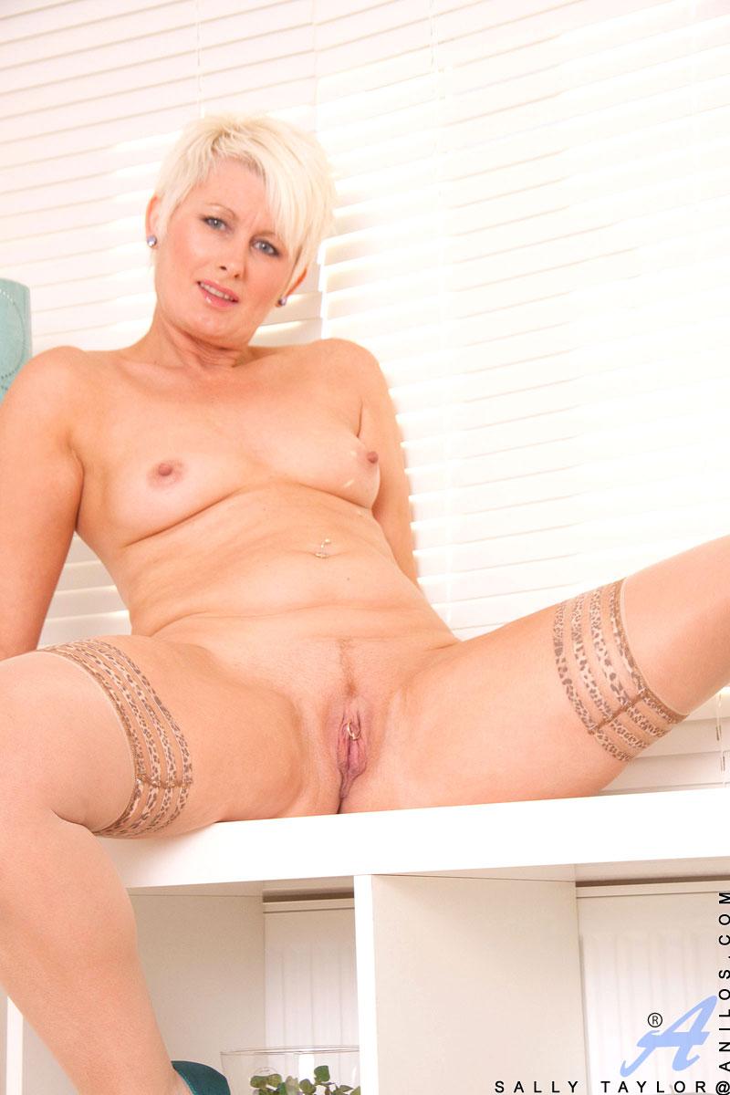 Actrices Porno Cubanas Matures anilos sally taylor hot anilos cougar sally taylor spreads