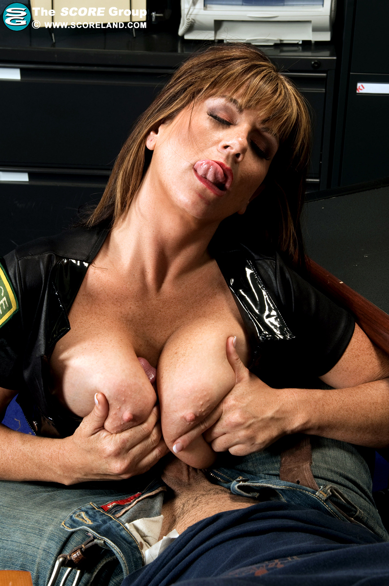 Adira Actriz Porno scoreland angelina verdi officer angelina on the boob beat