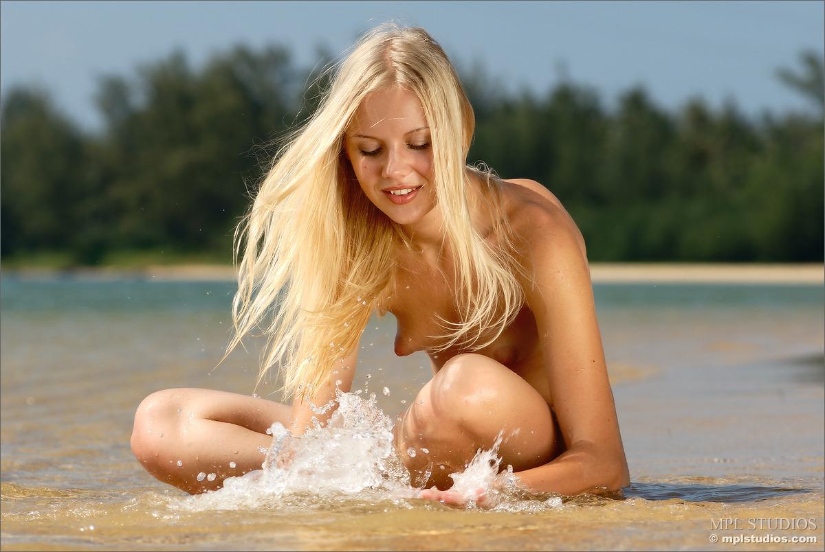 Faire  nackt Sarah Naked Yoga