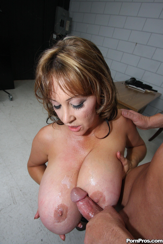 Huge tits milf galleries
