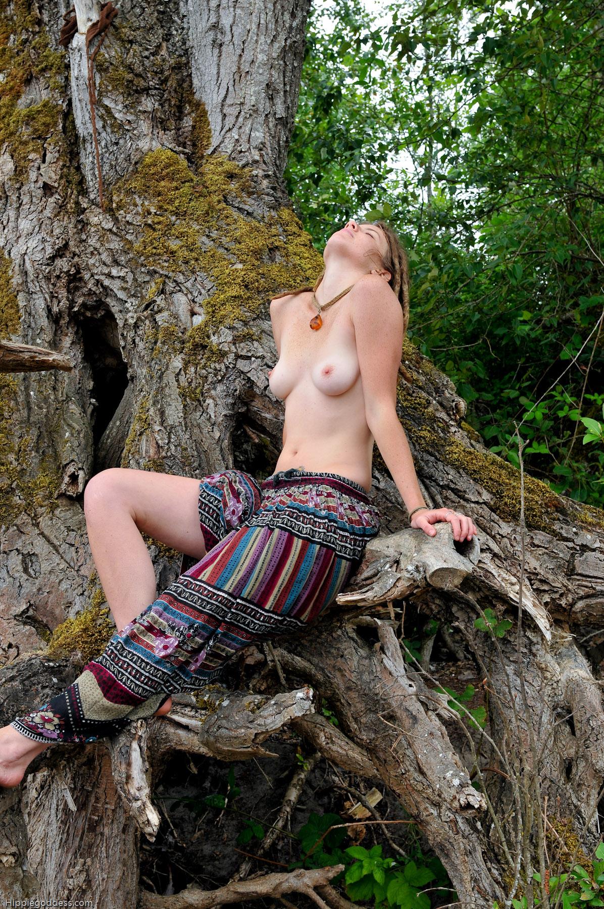 Actriz Porno Ebony Con Rastas hippie goddess sexy young hippie with dreadlocks and hairy