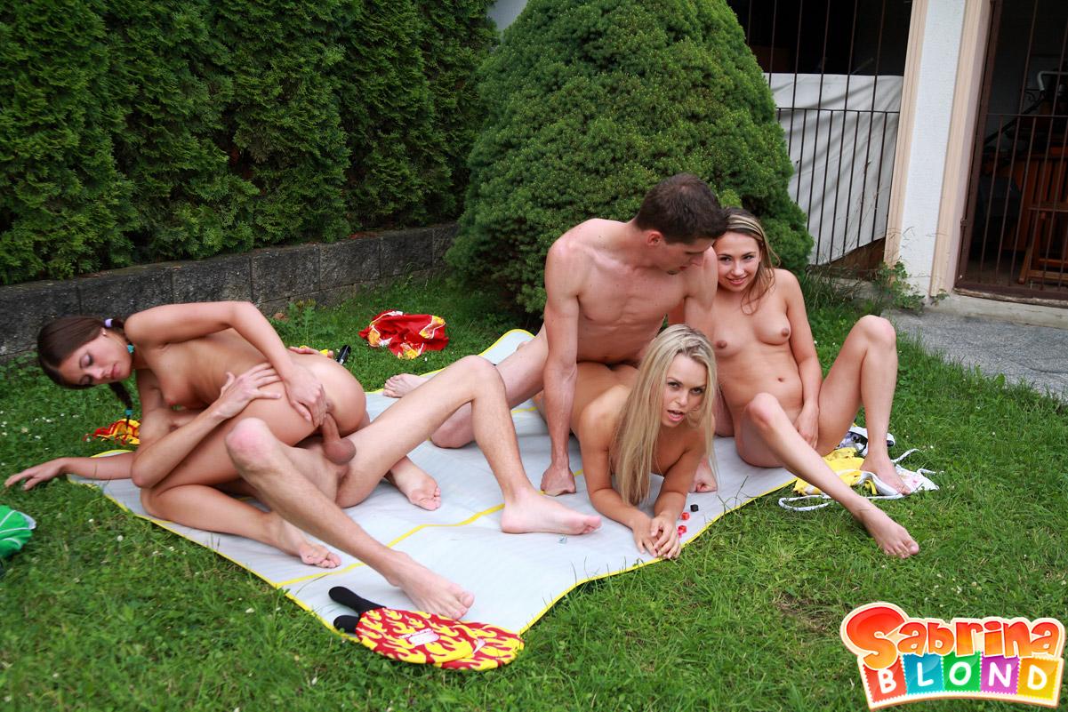molodezhniy-seks-igrat-porno-foto-chernovolosoy-krasotkoy
