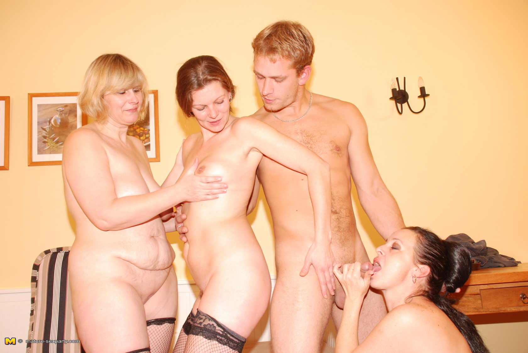 Swingin mom s sex party full picture