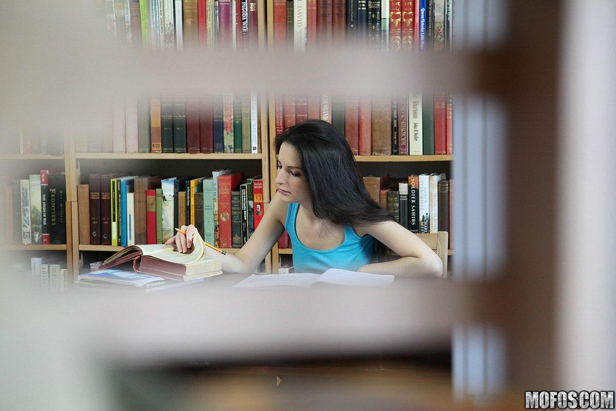 Agachadas En La Biblioteca Porno mofos network ann marie la sante i heard about this couple