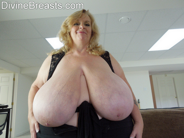 Ample nackt Annie  25 Sexiest