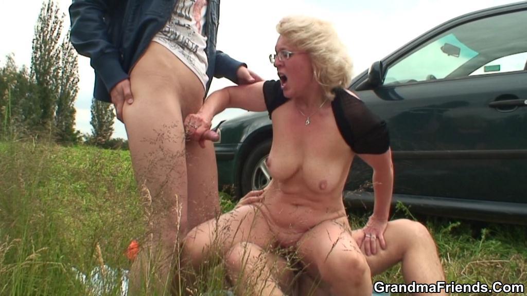 Outdoor Real Granny Porn Pics