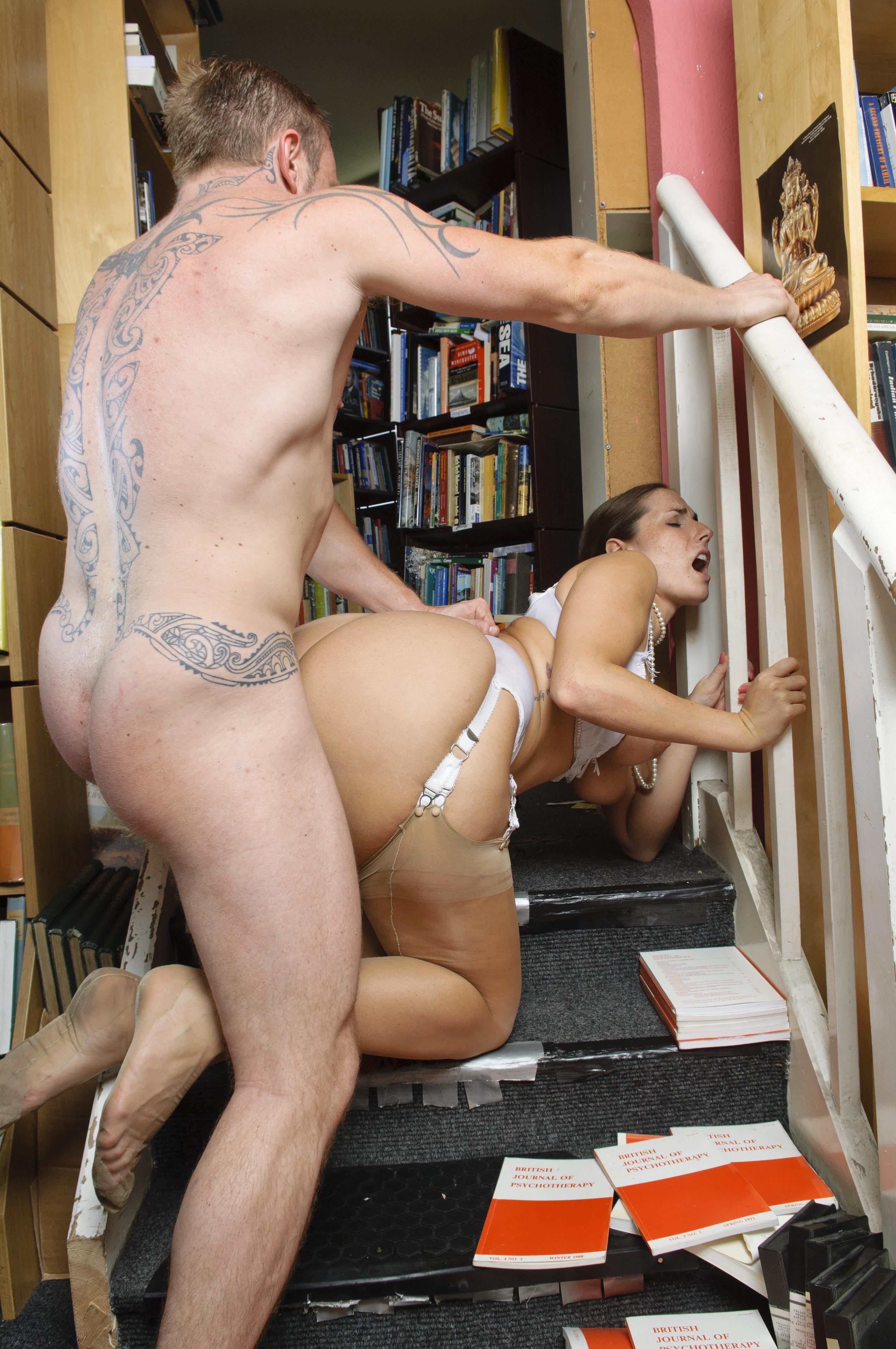 Agachadas En La Biblioteca Porno joy bear paige turnah hot librarian luscious hotie paige
