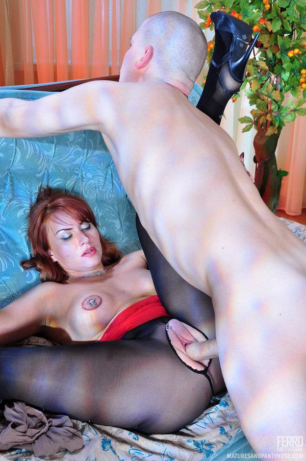 Mature pantyhose nylon milf porn pics