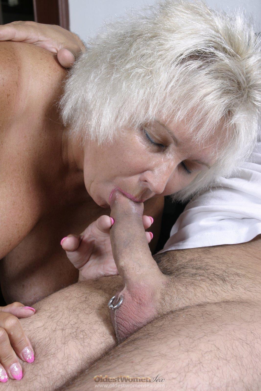 Slut mature woman enjoys sucking big black cock