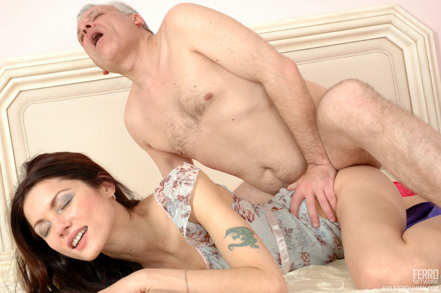 Nicole Sweet Fucked By An Old Guy Sex Clip