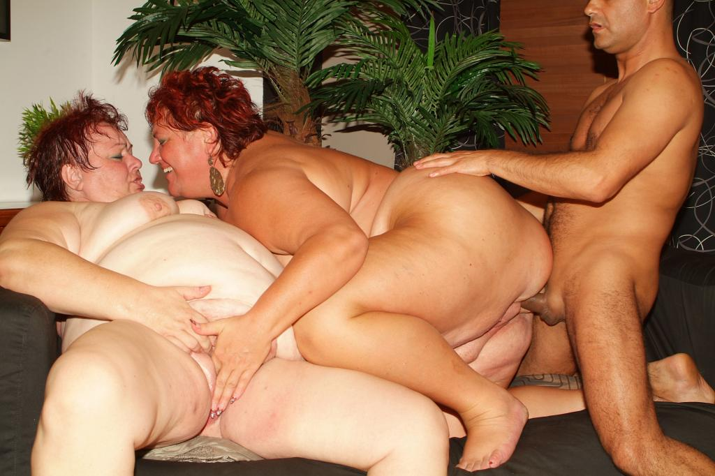 Mature BBW in threesome fuck