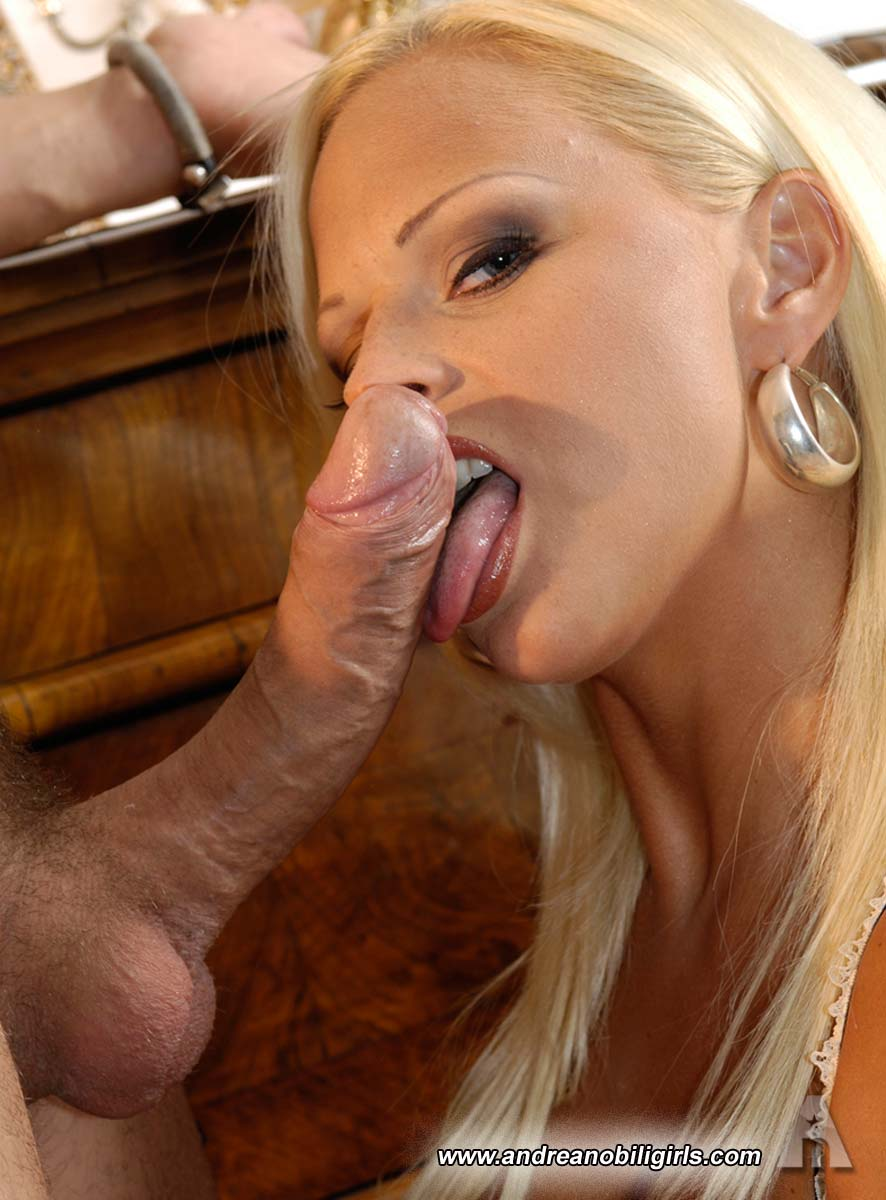 Extremely sexy blondes blowjob