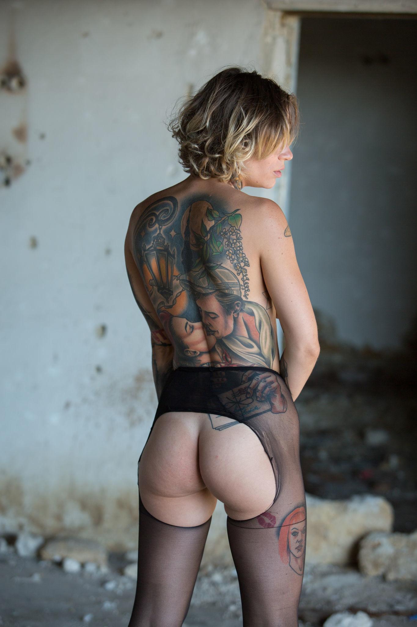 Actor Porno Gay Brasileño Cara Tatuada stacy cloud showing nude tattoo body in loneliness setting